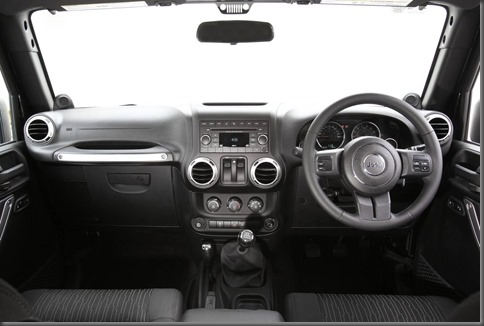 Jeep Wrangler Special Ops centre console (2)