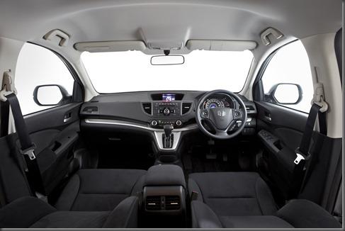 Honda_CR-V_two-wheel_drive_interior (2)
