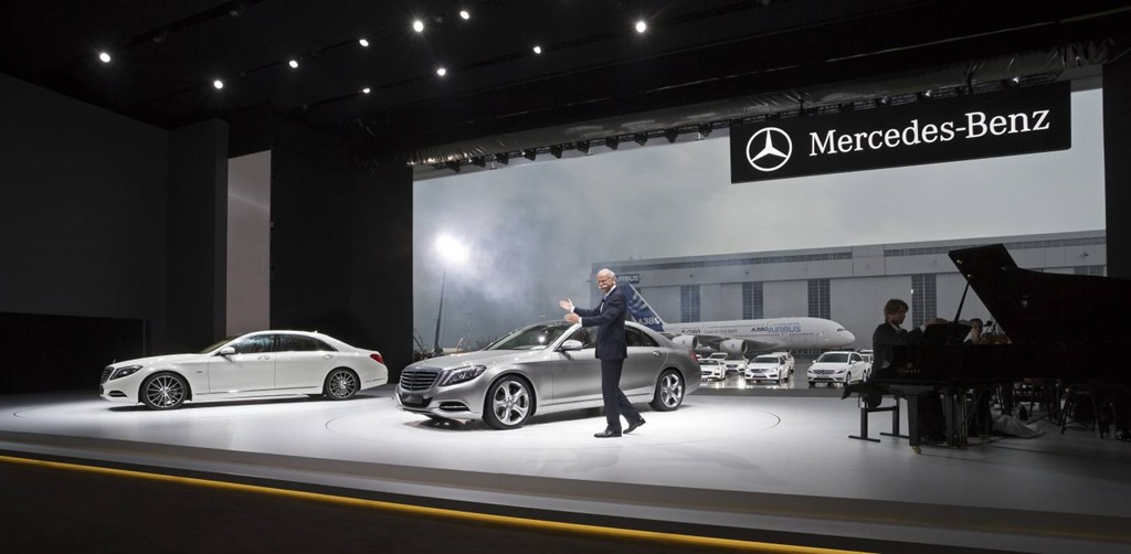 World premiere of the new s class at airbus in hamburg on for Mercedes benz events