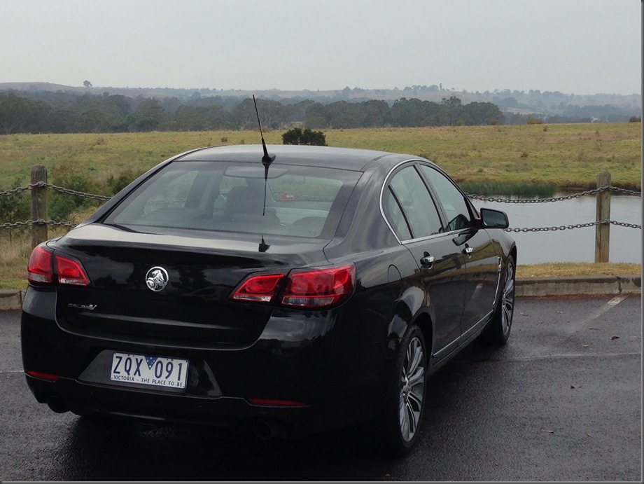 VF Holden Calais (2)