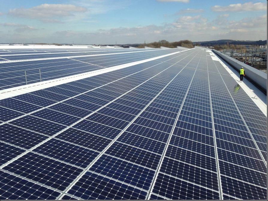 Jaguar Land Rover Installs The Uk S Largest Rooftop Solar