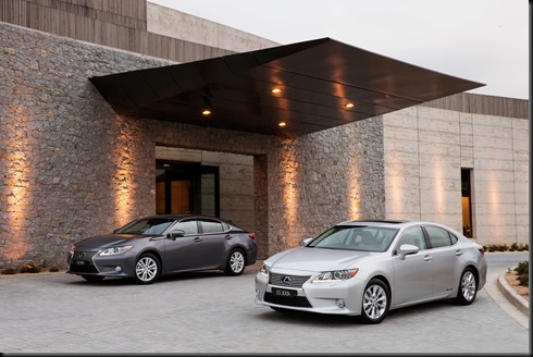 2013 Lexus ES 300h Sports Luxury (right) and ES 350 Luxury
