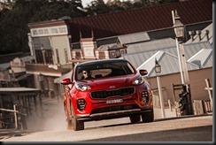 2016 Kia Sportage Platinum front driving.