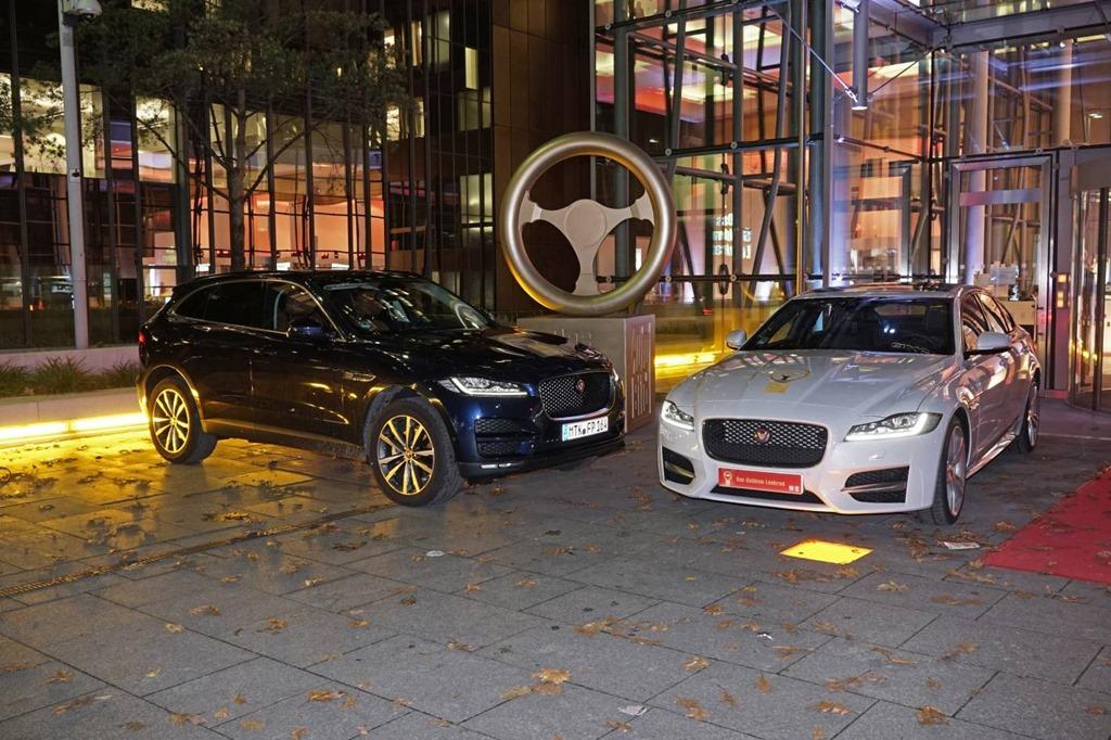 jaguar xf wins golden steering wheel award   saloon car gaycarboyscom