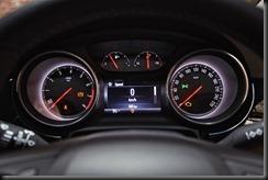 MY17_Astra_RSV_Interior_Detail_Odometer