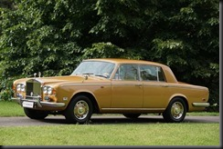1975- model-Silver-Shadow-Saloon-finished-in-striking-Honey-Gold-is-equipped-with-most-of-the-later-Shadow-II