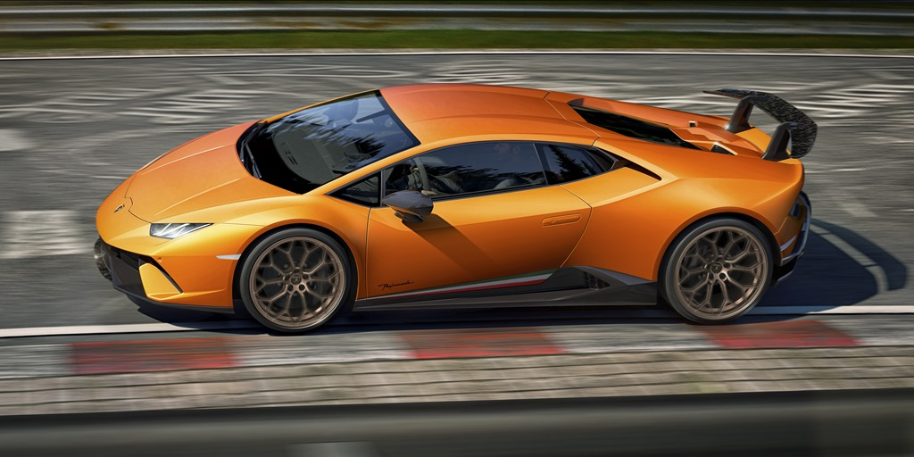 HURACÁN PERFORMANTE: Light, Fast and Very Expensive