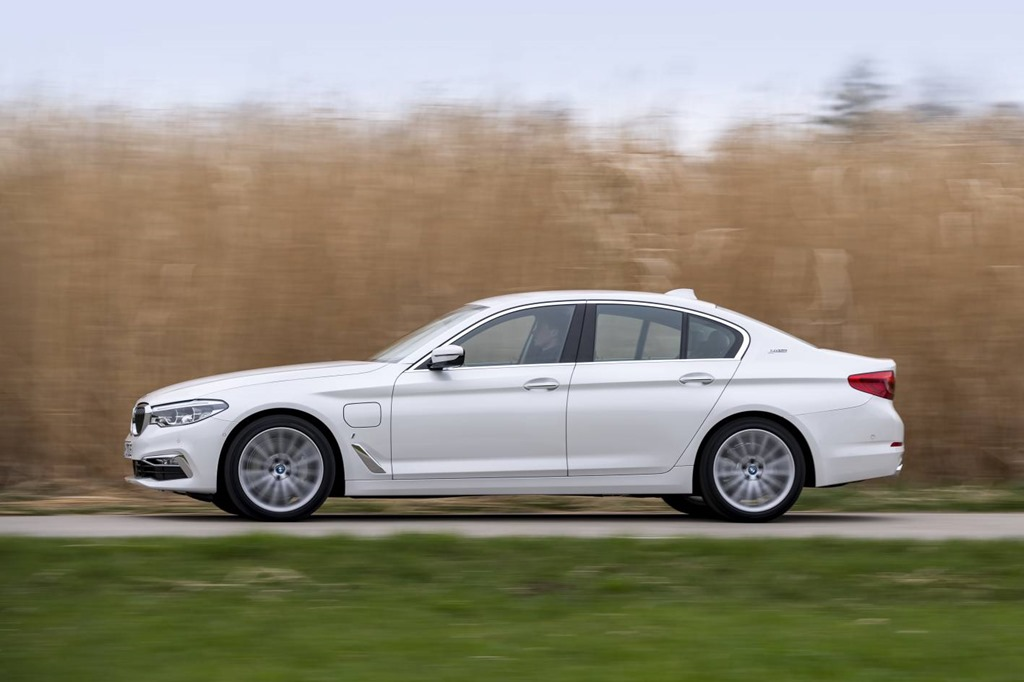 BMW's Exec barge goes battery powered: 5 serieshybrid