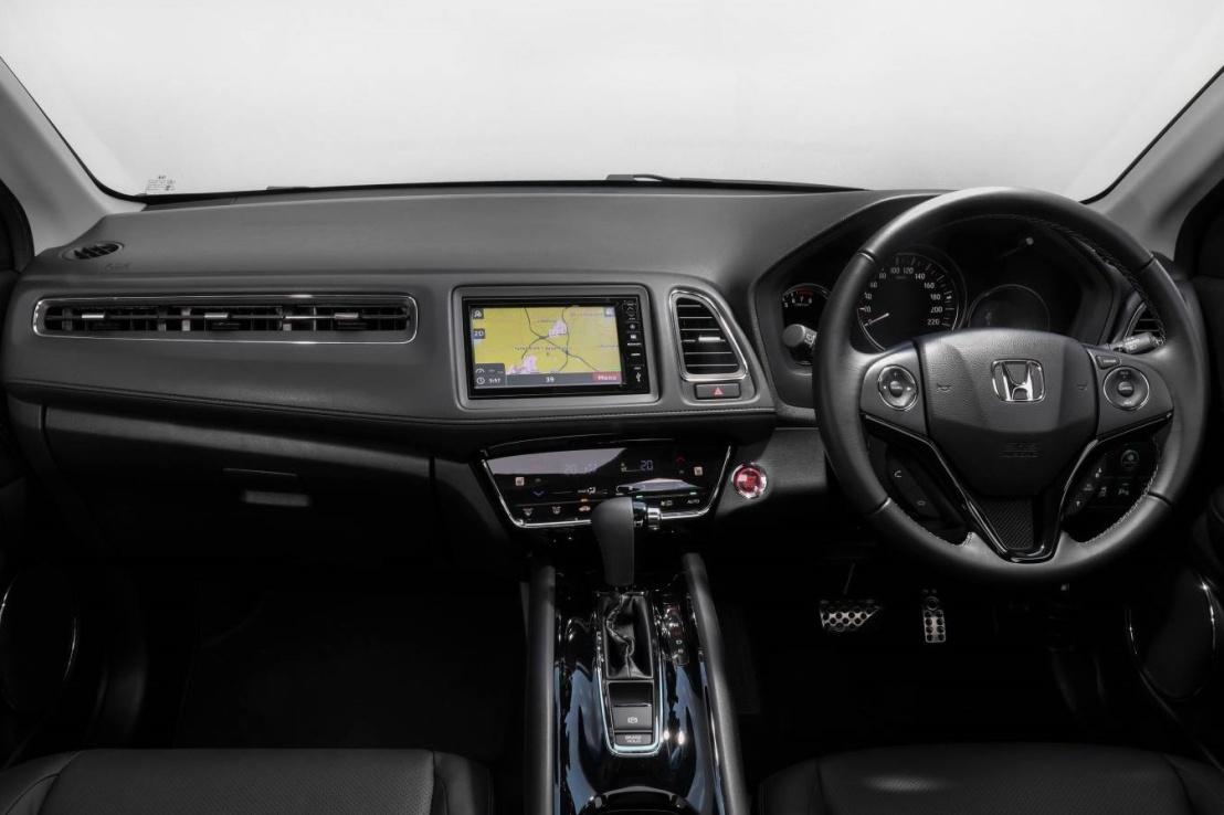 Honda-VTI-LX-Small-SUV-dash.jpg